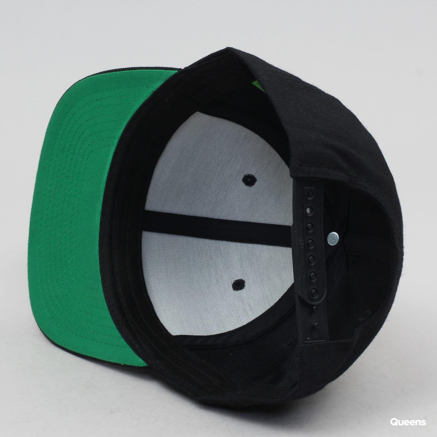 Yupoong Classic Snapback černá / zelená